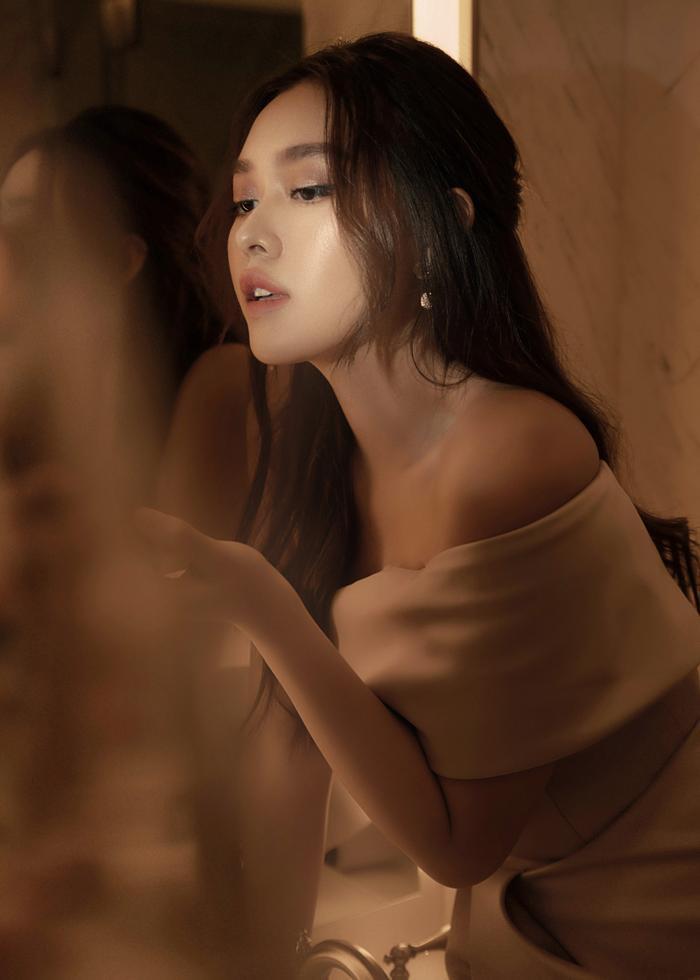 Qúa xinh đẹp, thuần khiết Á hậu Tường San được fan ví như Song Hye Kyo phiên bản Việt Ảnh 24