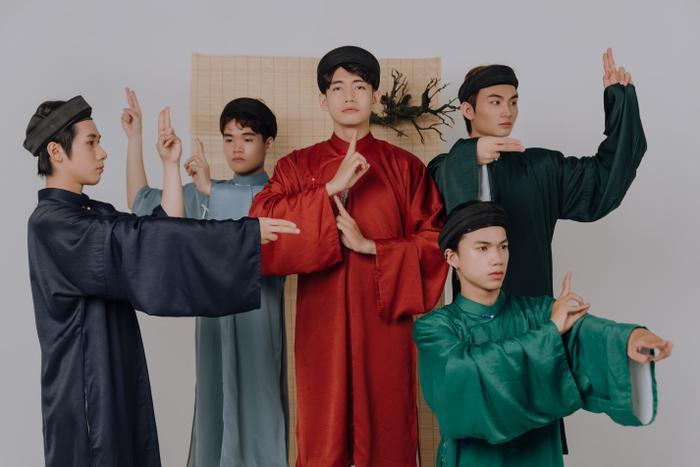 Quang Đăng diện áo dài rực rỡ đón Tết, lần đầu chia sẻ về chị gái ruột đang sống xa nhà Ảnh 4