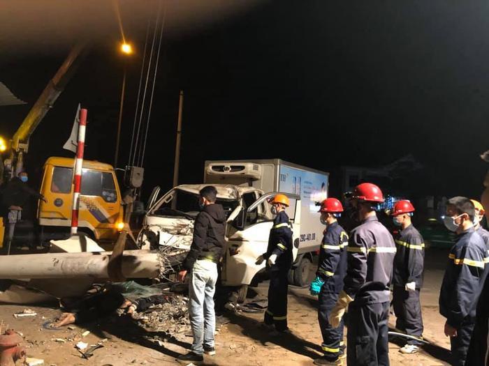 Xe tải và xe máy đâm nhau trong đêm, 3 người thiệt mạng Ảnh 2