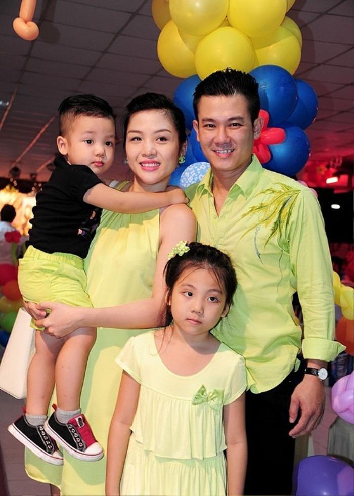 Vợ cũ Vân Quang Long gây xúc động khi đăng ảnh các con khoe thành tích học tập trước bàn thờ bố Ảnh 7