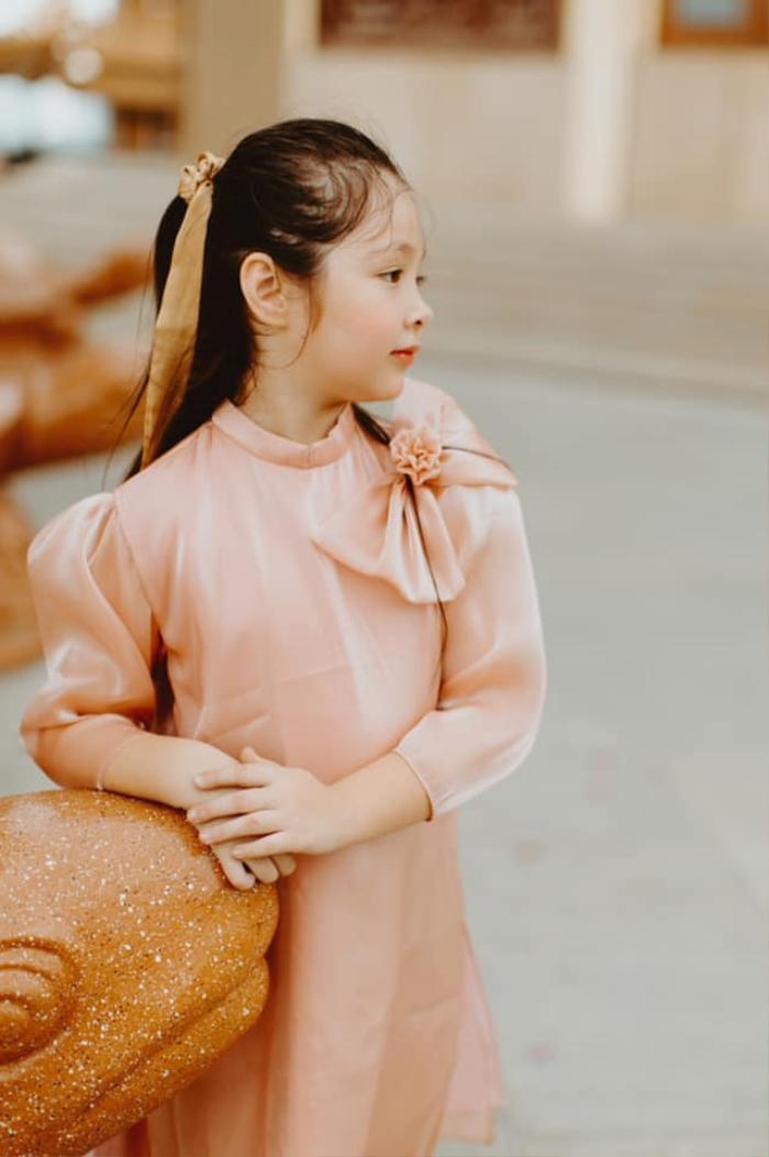 Con gái Elly Trần gây sửng sốt khi diện áo dài xinh xắn ra dáng thiếu nữ Ảnh 2