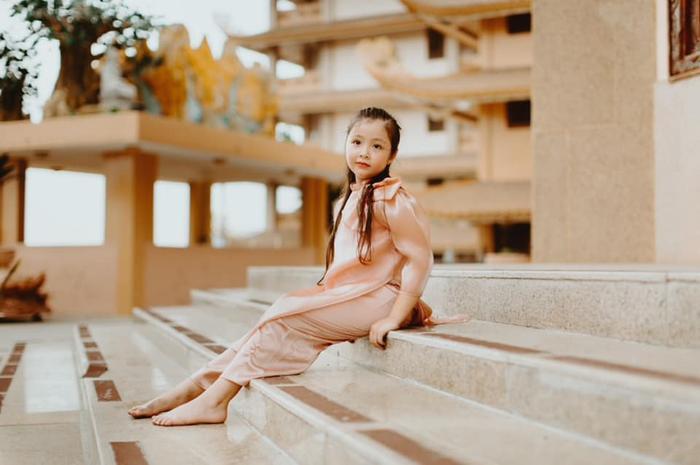 Con gái Elly Trần gây sửng sốt khi diện áo dài xinh xắn ra dáng thiếu nữ Ảnh 11