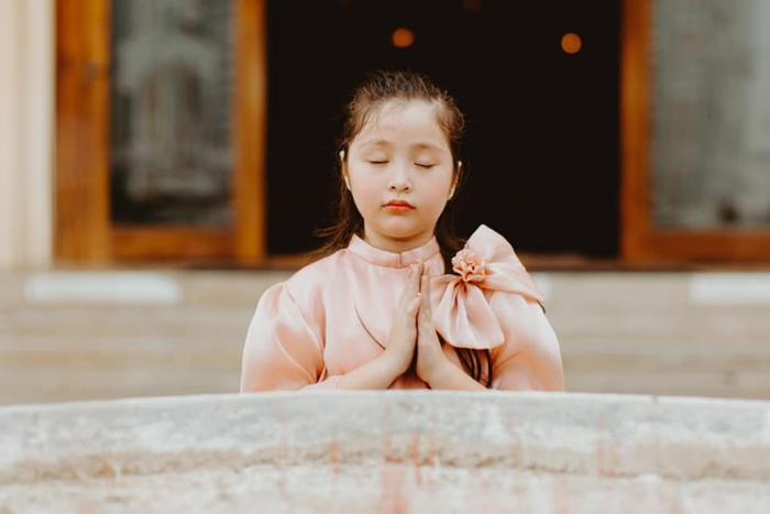 Con gái Elly Trần gây sửng sốt khi diện áo dài xinh xắn ra dáng thiếu nữ Ảnh 3