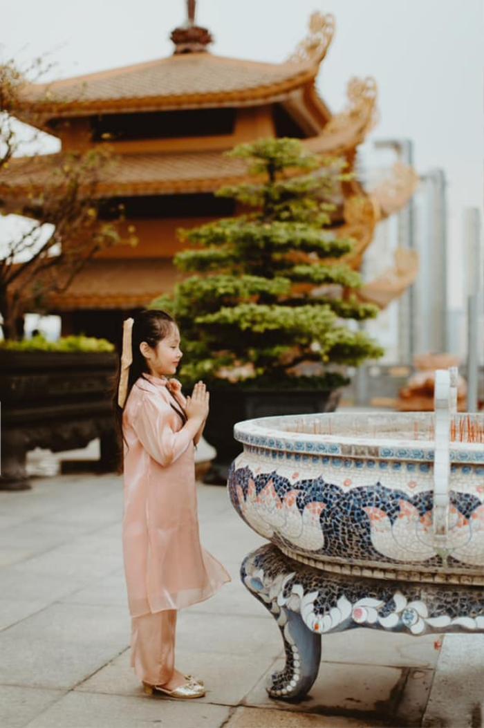 Con gái Elly Trần gây sửng sốt khi diện áo dài xinh xắn ra dáng thiếu nữ Ảnh 4