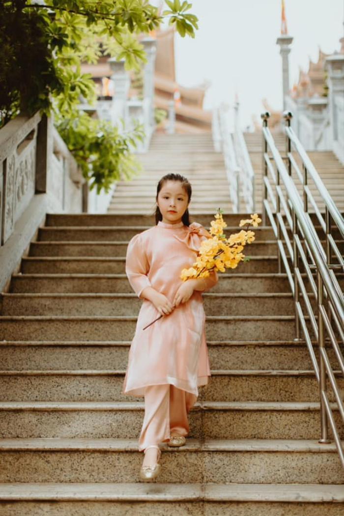 Con gái Elly Trần gây sửng sốt khi diện áo dài xinh xắn ra dáng thiếu nữ Ảnh 5