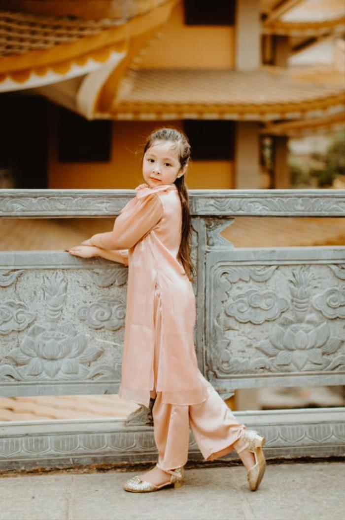 Con gái Elly Trần gây sửng sốt khi diện áo dài xinh xắn ra dáng thiếu nữ Ảnh 6