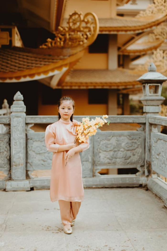 Con gái Elly Trần gây sửng sốt khi diện áo dài xinh xắn ra dáng thiếu nữ Ảnh 7