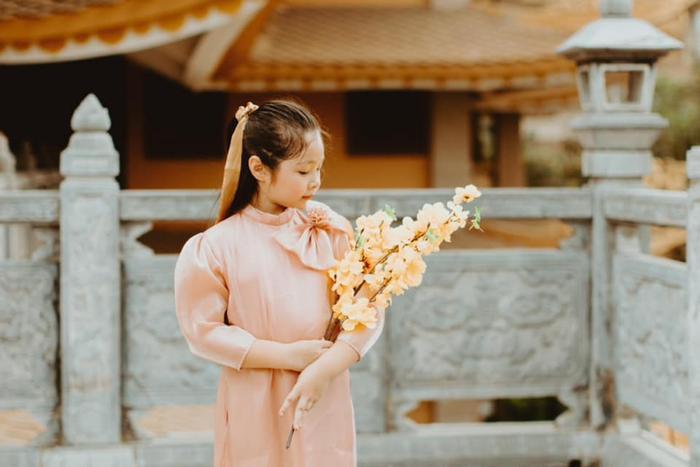 Con gái Elly Trần gây sửng sốt khi diện áo dài xinh xắn ra dáng thiếu nữ Ảnh 8