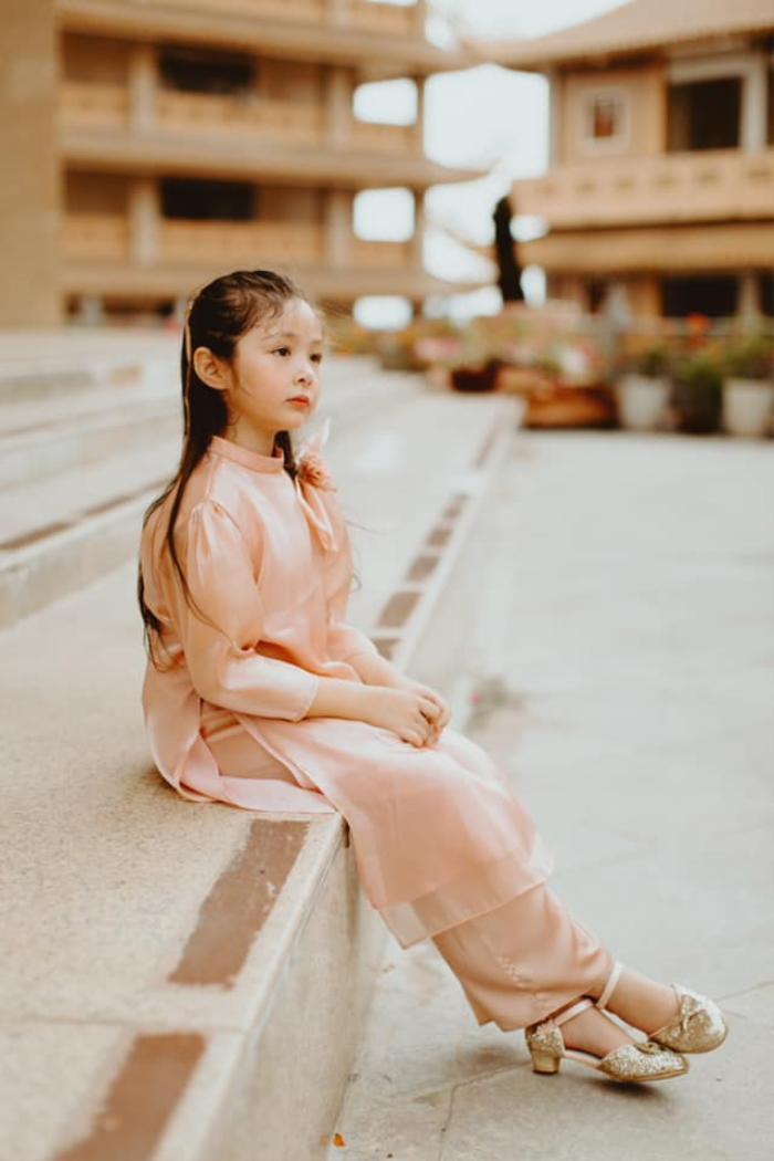 Con gái Elly Trần gây sửng sốt khi diện áo dài xinh xắn ra dáng thiếu nữ Ảnh 9