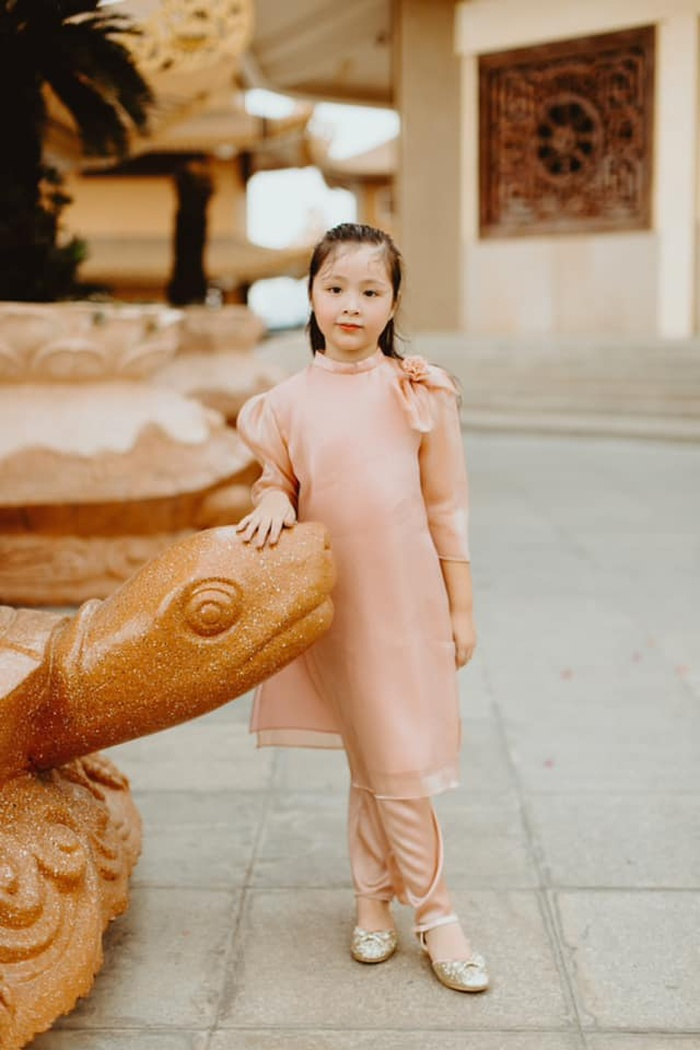 Con gái Elly Trần gây sửng sốt khi diện áo dài xinh xắn ra dáng thiếu nữ Ảnh 10