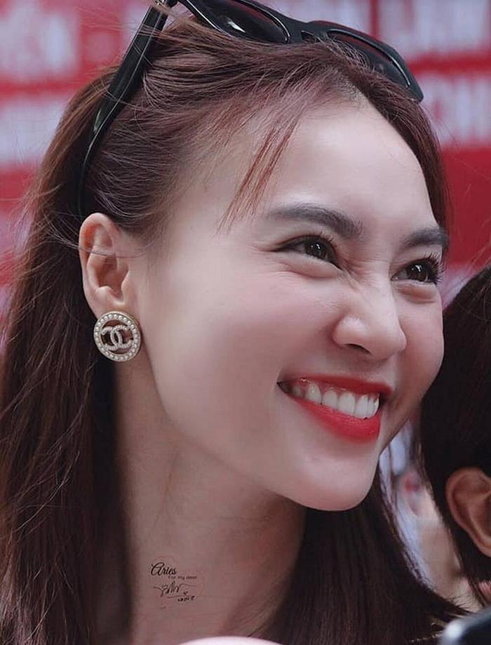 Không photoshop, không chỉnh app, nhan sắc thật của Mỹ Nhân Trung - Việt ra sao