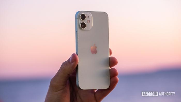 Doanh số iPhone 12 mini thấp hơn nhiều so với Apple kỳ vọng