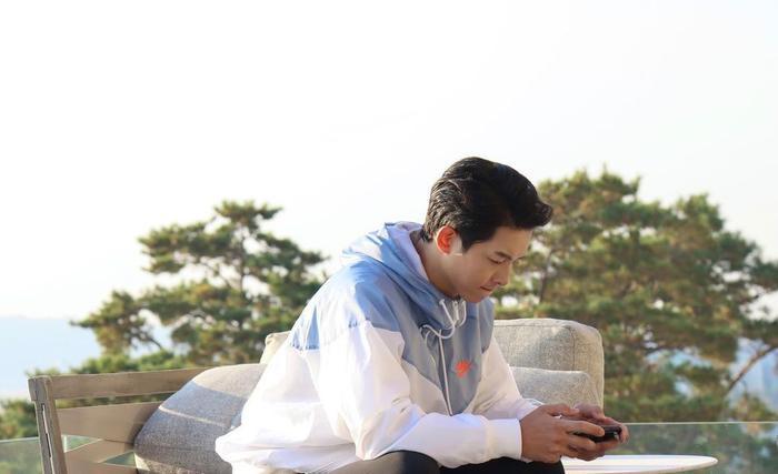 Lễ tình nhân 14/02: Song Joong Ki mở Instagram chính thức, Song Hye Kyo liền đăng ảnh 'dằn mặt'! Ảnh 2
