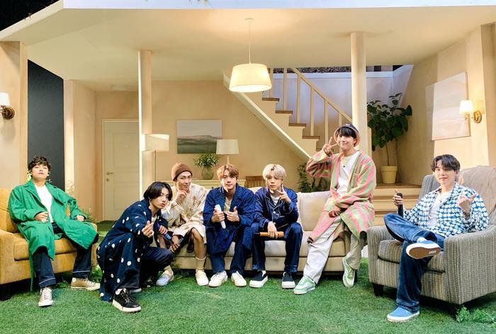 Jungkook 'phá đảo' trending Twitter khi xác nhận vai trò đặc biệt trong sản phẩm mới của BTS Ảnh 7