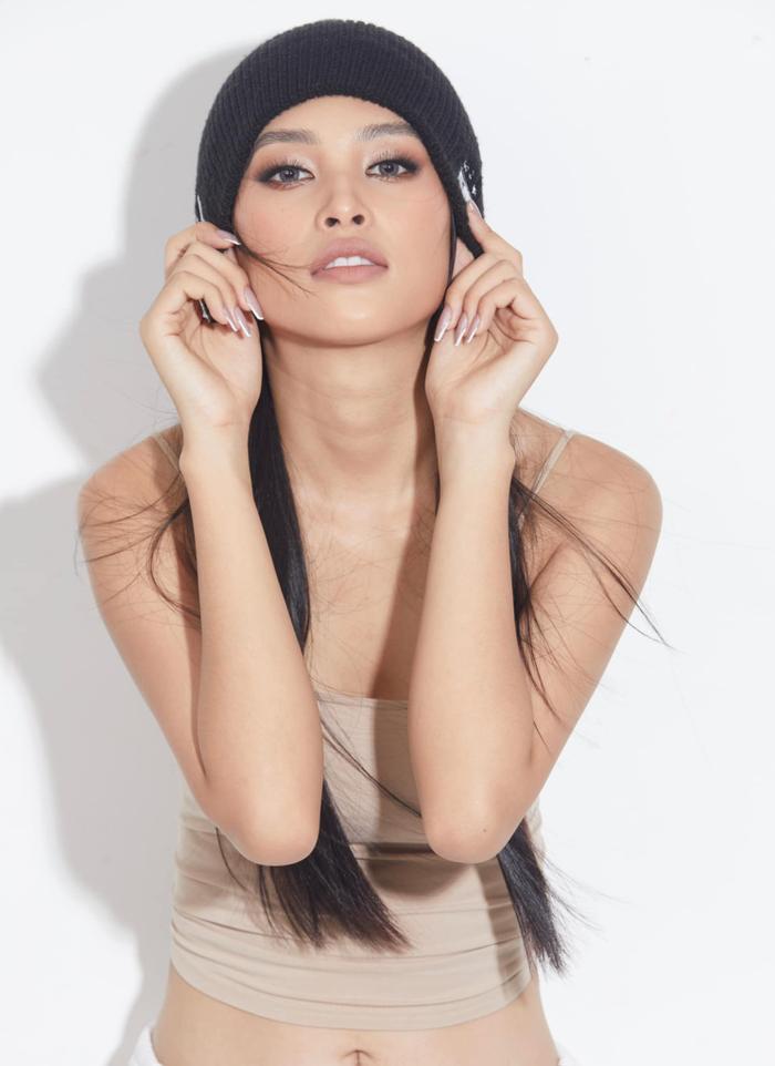 Hoa hậu Tiểu Vy cực chất với style hip hop khoe eo thon siêu phẩm sau ăn Tết Ảnh 5