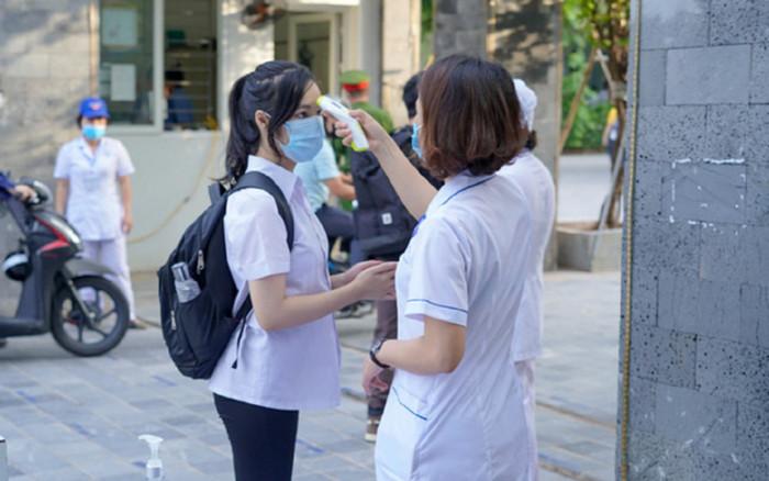 Vừa đến trường sáng nay, học sinh Đồng Nai bất ngờ nhận thông báo được nghỉ học hết tháng 2 Ảnh 1