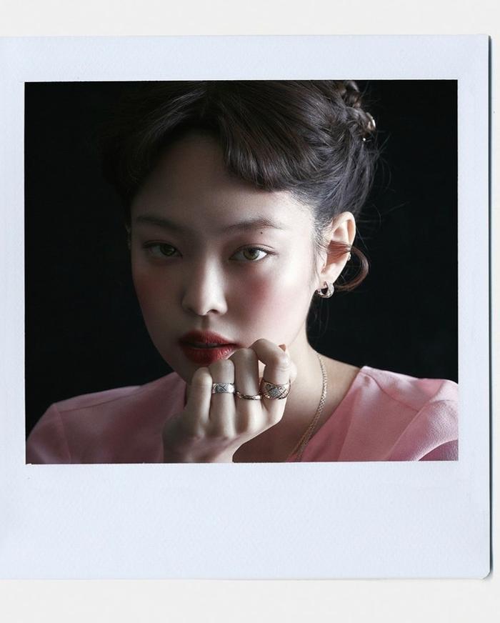Jennie Black Pink trở thành biên tập viên thời trang trên tạp chí Vogue Korea Ảnh 6