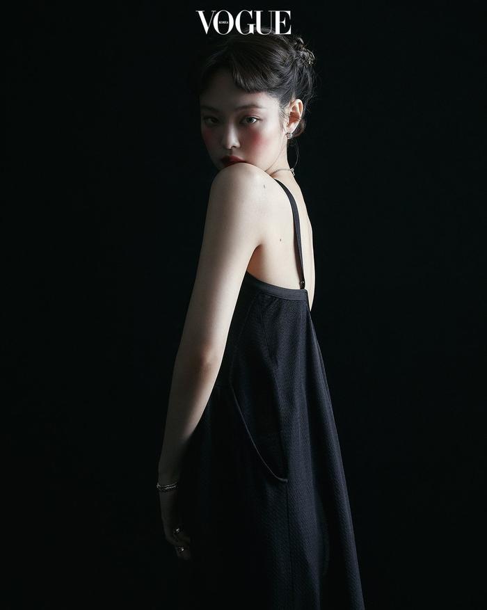 Jennie Black Pink trở thành biên tập viên thời trang trên tạp chí Vogue Korea Ảnh 2