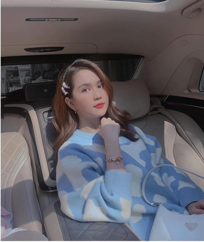 Ngọc Trinh xuống phố cuối tuần với áo sweater điệu đà, fan tấm tắc không cần hở vẫn đẹp mĩ mãn Ảnh 2