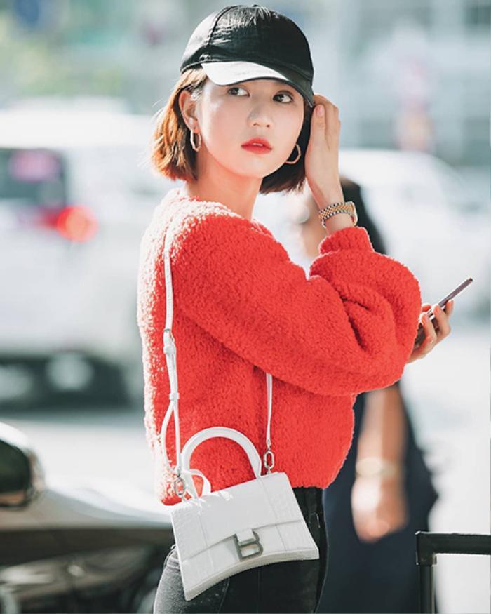 Ngọc Trinh xuống phố cuối tuần với áo sweater điệu đà, fan tấm tắc không cần hở vẫn đẹp mĩ mãn Ảnh 5