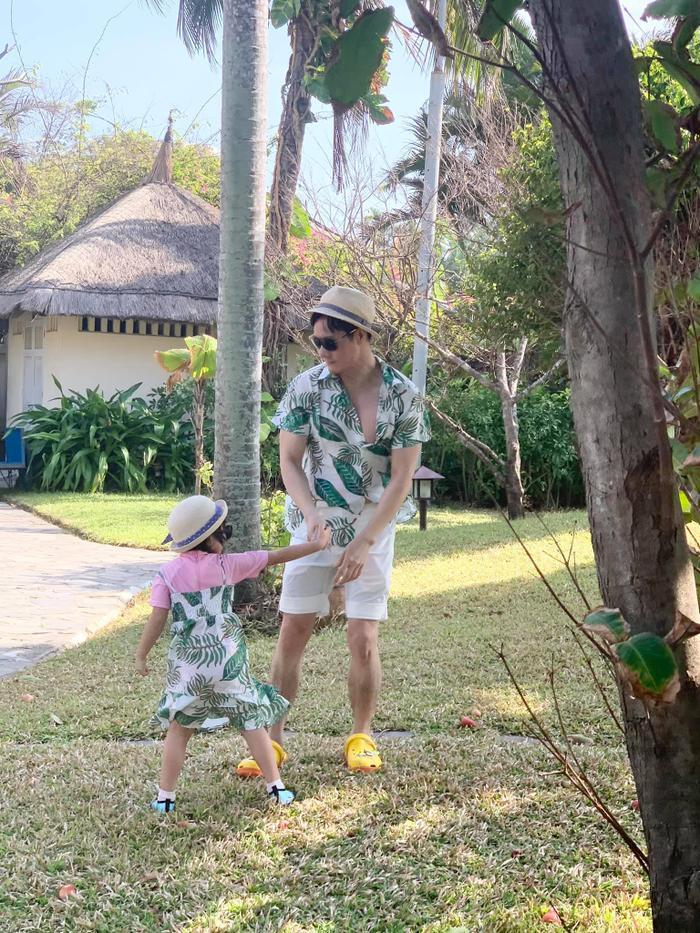 Chồng đại gia của Phan Như Thảo 'rầu rĩ' vì con bám cả ngày, không thể gần gũi với vợ Ảnh 5