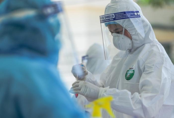 Nữ công nhân Hải Dương dương tính SARS-CoV-2 có lịch trình di chuyển phức tạp, hơn 6.000 dân bị phong tỏa Ảnh 1
