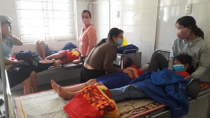 Hàng chục học sinh nhập viện sau buổi ăn trưa, nghi do ngộ độc thực phẩm Ảnh 1