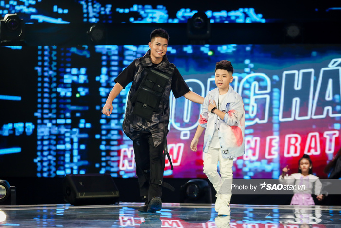 Minh Thư - Song Tùng đội BigLy trình diễn ca khúc mới gây nghiện 'Muợn sữa làm quen' siêu cấp đáng yêu Ảnh 2