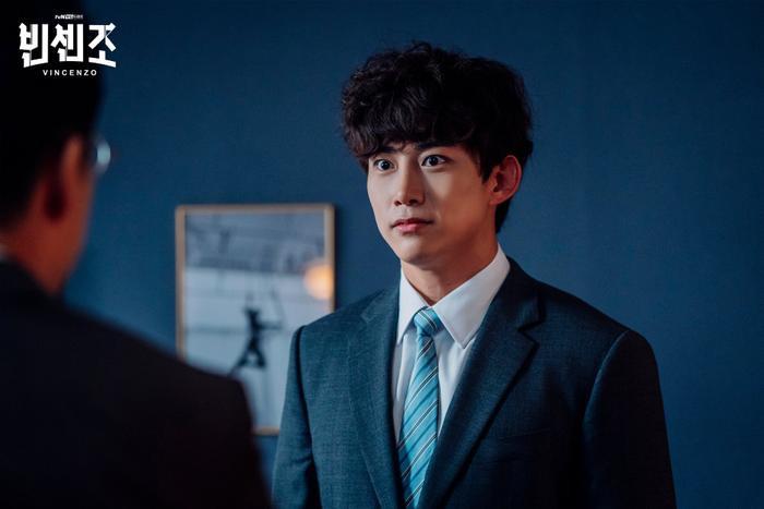 'Vincenzo': Ngoài Song Joong Ki , 'tình mới' Jeon Yeo Bin có gì hay ho? Ảnh 10