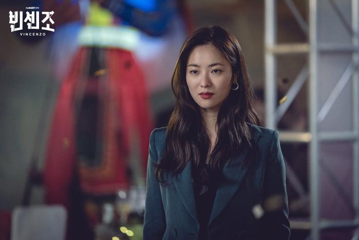 'Vincenzo': Ngoài Song Joong Ki , 'tình mới' Jeon Yeo Bin có gì hay ho? Ảnh 5