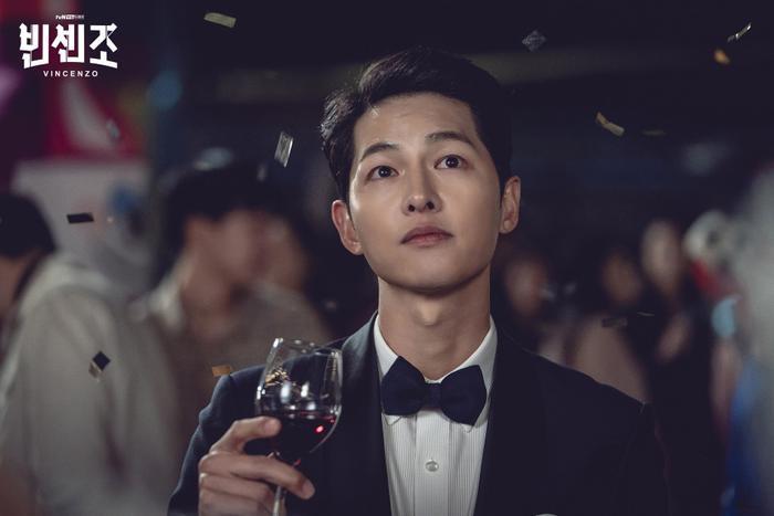 'Vincenzo': Ngoài Song Joong Ki , 'tình mới' Jeon Yeo Bin có gì hay ho? Ảnh 4