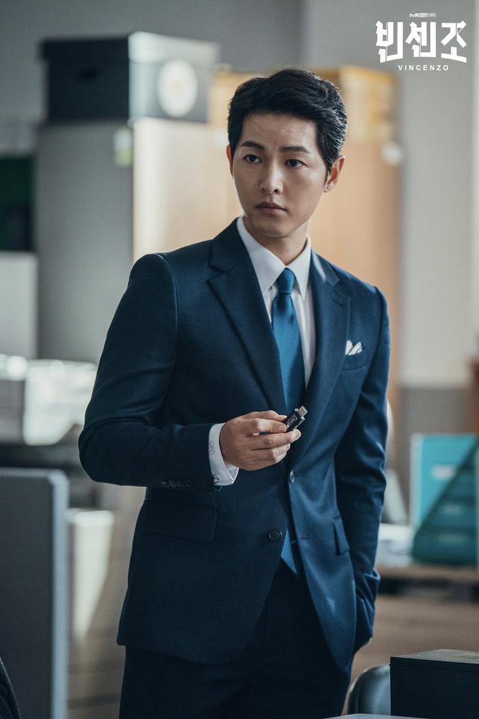 'Vincenzo': Ngoài Song Joong Ki , 'tình mới' Jeon Yeo Bin có gì hay ho? Ảnh 3