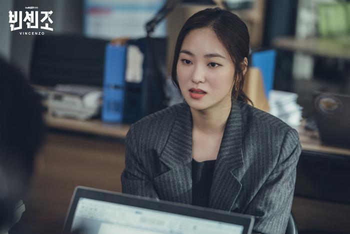 'Vincenzo': Ngoài Song Joong Ki , 'tình mới' Jeon Yeo Bin có gì hay ho? Ảnh 8