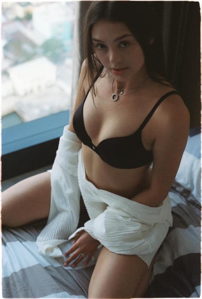 Bạn gái Bùi Tiến Dũng đăng loạt ảnh táo bạo với nội y, khoe khéo 'cặp tuyết lê' quyến rũ Ảnh 7