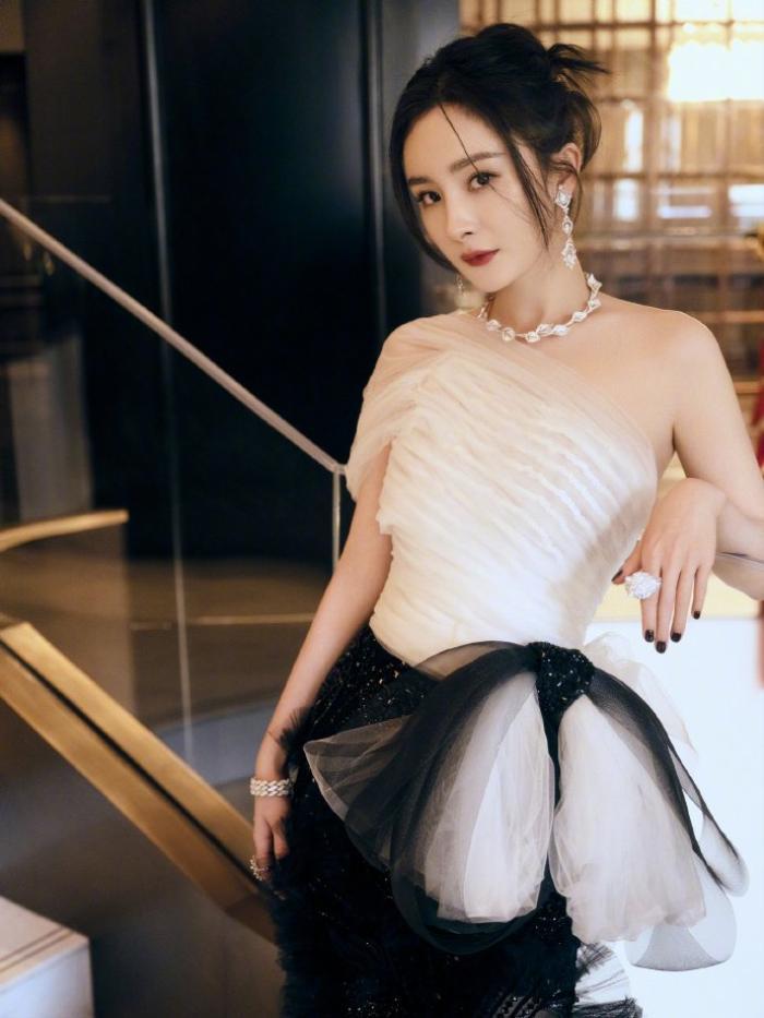 Đêm hội Weibo 2020: Cận cảnh nhan sắc Triệu Lệ Dĩnh, Nhiệt Ba - Cúc Tịnh Y, Dương Tử và loạt mỹ nhân Cbiz Ảnh 15