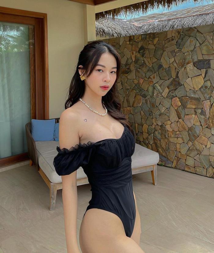 Phí Phương Anh diện bikini khoe nếp gấp đùi, chính thức nhập hội mỹ nhân chưa tới hè đã phô dáng Ảnh 2
