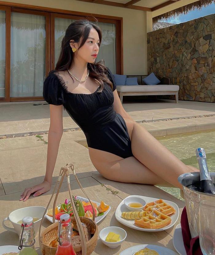 Phí Phương Anh diện bikini khoe nếp gấp đùi, chính thức nhập hội mỹ nhân chưa tới hè đã phô dáng Ảnh 3
