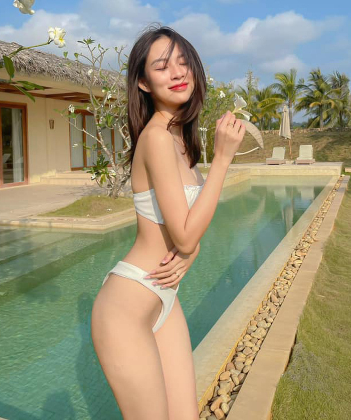 Phí Phương Anh diện bikini khoe nếp gấp đùi, chính thức nhập hội mỹ nhân chưa tới hè đã phô dáng Ảnh 4