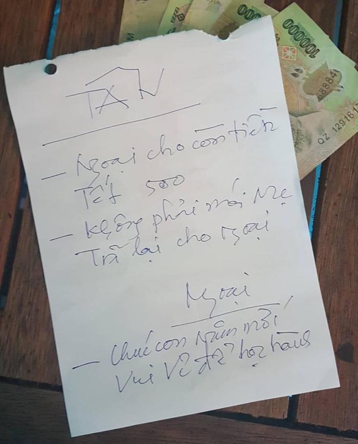Trở lại thành phố học tập, nữ sinh được ông ngoại cho 500.000 đồng kèm mẫu giấy ghi lời nhắn xúc động Ảnh 1