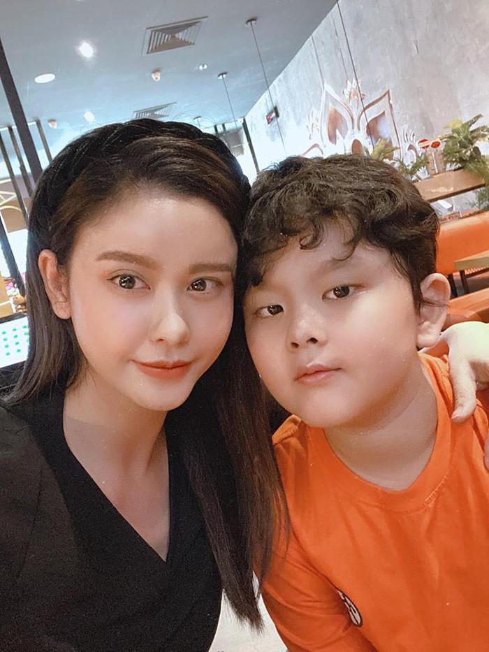 Trương Quỳnh Anh chia sẻ sau khi xem clip bé 2 tuổi té khỏi lan can: 'Nếu là mẹ em ấy chắc xỉu luôn quá' Ảnh 3