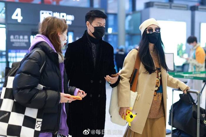 Đeo khẩu trang kín tại sân bay nhưng Phạm Băng Băng cùng mẹ vẫn toát ra thần thái sang trọng hơn người Ảnh 13