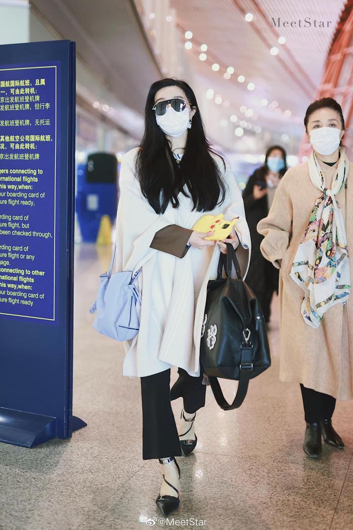 Đeo khẩu trang kín tại sân bay nhưng Phạm Băng Băng cùng mẹ vẫn toát ra thần thái sang trọng hơn người Ảnh 3