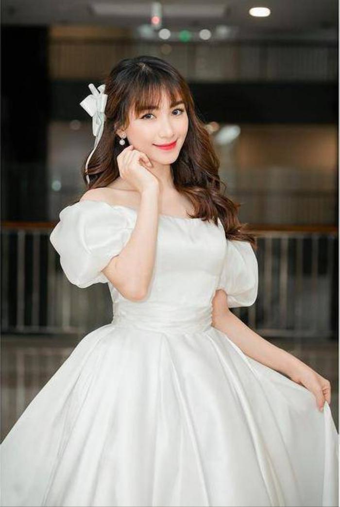 Mua cả lố váy xinh xắn nhưng Hòa Minzy vẫn phải thanh lý giá rẻ vì lỗi ngờ nghệch Ảnh 8