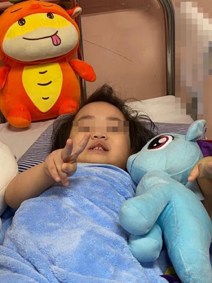 Những hình ảnh đáng yêu, khỏe khoắn của cháu bé 3 tuổi rơi chung cư trong ngày xuất viện Ảnh 4