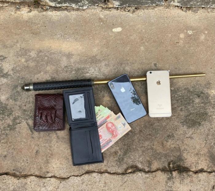 Bắt 4 đối tượng dùng gậy ba khúc đánh người đi đường cướp tài sản Ảnh 2
