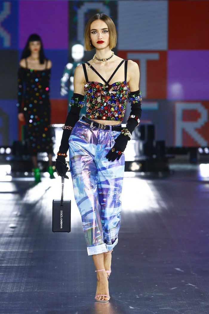 Dolce & Gabbana kết hợp sàn catwalk với trí tuệ nhân tạo Ảnh 1