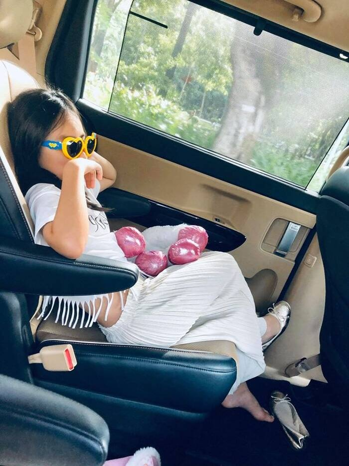 Lâu không lên sóng, con gái Công Vinh - Thủy Tiên đã 8 tuổi, để lộ vóc dáng cao gầy cực giống mẹ Ảnh 3