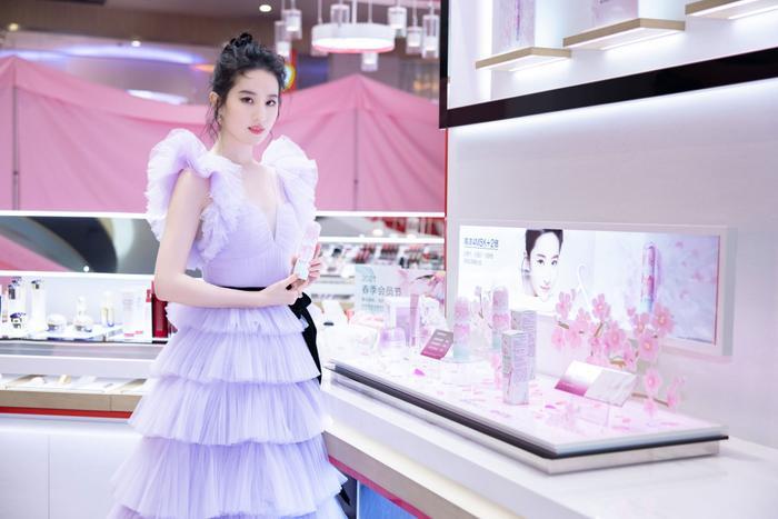 Lưu Diệc Phi khiến fan nghẹt thở với nhan sắc lộng lẫy xứng danh 'thần tiên tỷ tỷ' tại sự kiện Ảnh 5