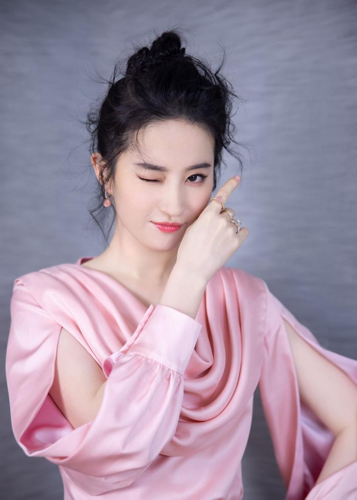 Lưu Diệc Phi khiến fan nghẹt thở với nhan sắc lộng lẫy xứng danh 'thần tiên tỷ tỷ' tại sự kiện Ảnh 7
