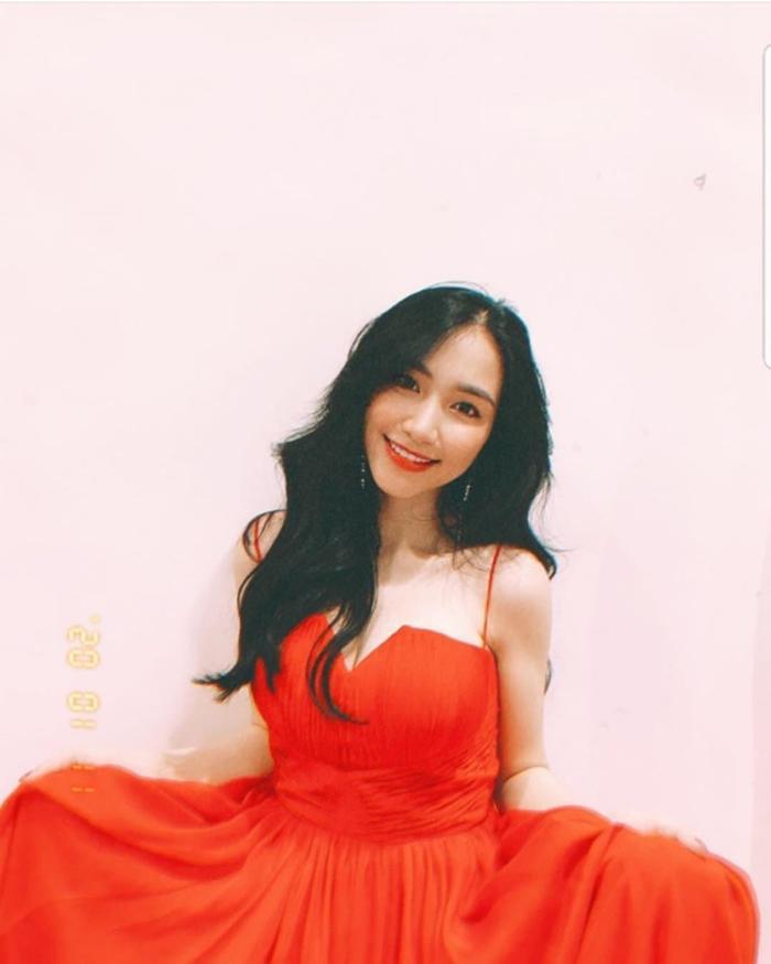 Hòa Minzy có 1001 bí kíp thời trang giấu bụng, sinh con rồi mà vẫn như gái 18 Ảnh 4